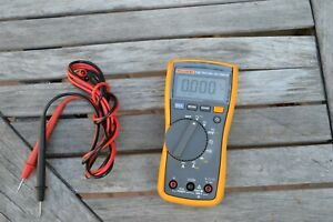 Fluke 115 True Rms Multimeter With Leads Used In Excellent Condition