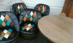 Whiskey Barrell Vintage Table And Chair Set
