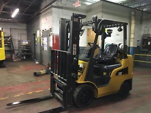 2014 Cat 5000 Lb Forklift With Side Shift And 2 Stage Mast And Fork Positioners