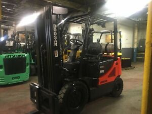 2014 5000 Lb Solid Pneumatic Forklift With Side Shift And Triple Mast