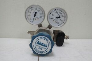 Airgas Y12 244f Two Stage Max Inlet 3000 Psi Analytical Cylinder Gas Regulator