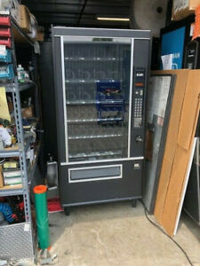 Very Nice And Clean Us 3014a Snack Vending Machine 4 Wide Wittern