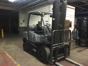2013 Crown 6000 Lb Solid Pneumatic Forklift With Side Shift And Triple Mast