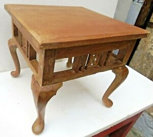 Antique Wooden Table Small Occasional Coffee Display Stand Queen Anne Legs