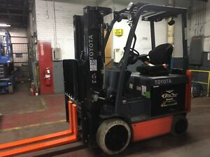 2014 Toyota 5000 Lb Electric Forklift With Triple Mast And Side Shift