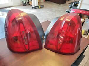 2003 2011 Lincoln Town Car Tail Lights