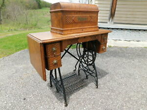 Antique 1890s Queen Treadle Sewing Machine Fiddle Base Coffin Top Oak Cabinet