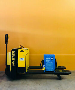 Hyster W60xt 6000 Lb Capacity 12 V Battery Walk behind Electric Pallet Jack