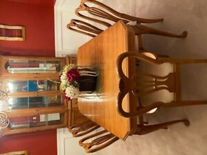 Pennsylvania House Queen Anne Dining Table With 2 Leaves
