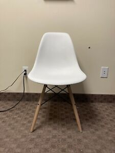 Authentic Herman miller Eames Molded Side Chair