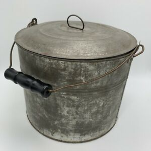 Vntg Primitive Farm Tin Berry Bucket Lunch Pail With Lid Bail Handle Pull Ring