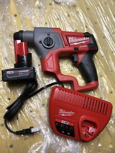 2416 21 Xc Milwaukee M12 Fuel Lithium ion 5 8 In Sds plus Rotary Hammer Kit