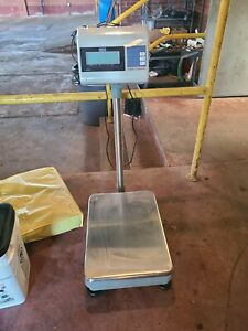 Uline H 4593 Floor Digital Scale