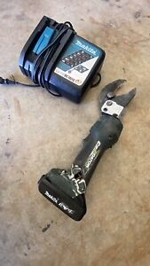 Greenlee Gator Cable Cutter Es32l With Battery 18v Charger Included
