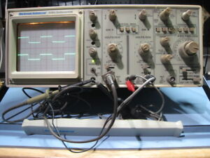 Beckman Oscilloscope Model 9104 With 2 Scope Probes And Operators Manual