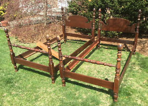 Vintage Pair Mahogany Twin Poster Beds Style Single Bed Frames