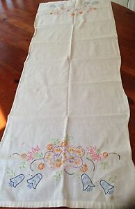 Vintage Linen Table Runner Beautiful Flowers Hand Embroidered 18 By 38