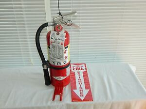 Fire Extinguisher 5lb Abc Dry Chemical W Vehicle Bracket lot Of 2