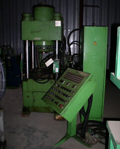 200 Ton Dongsung Hydraulic Shell Press 4 post