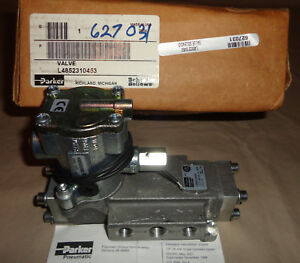 Parker L4852310453 Directional Spool Valve Electric Solenoid 120vac New