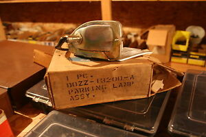 Nos 1970 Ford Mustang Right Side Parking Light Assembly Line Blue Connector