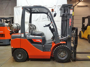 2018 Viper Fy25 5000lb Pneumatic Lift Truck Forklift Ssfp 4way Brand New