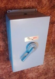 Disconnect Safety Switch W Circuit Breaker 35 Amp 480 Vac Gasketed Enclosure