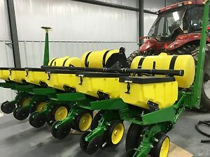 John Deere 7000 Corn Planter 6 Row