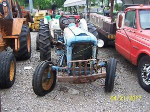 Ford 2000 Tractor 4 Speed Gas wil Salvage If You Need Parts