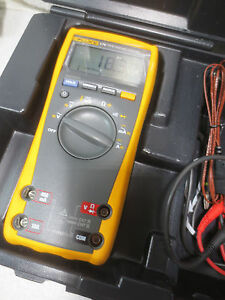 Fluke 179 True Rms Digital Multimeter Very Nice Condition Case Leads