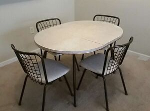Vintage Retro Mid Century Chrome And Formica Table With Leaf Four Chairs