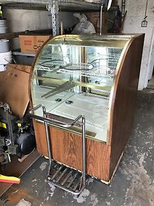 Non Refrigerated Dry Curved Glass Bakery Display Case 32x36x50 Wood Finish
