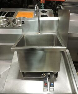 Commercial Stainless Steel Knee Operated Hand Sink W Right Splash Guard