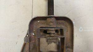 Armstrong Bridgeport Pipe Vise Cast Iron