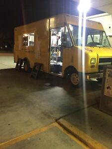Food Truck 2003 Ford E450 Sd Econoline Yellow Used