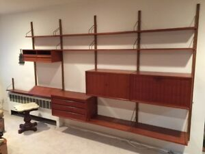 Mid Century Modern Poul Cadovius Royal System Wall Unit In Excellent Condition