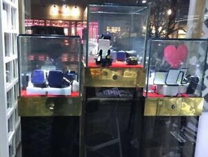 3 Jewelry Window Display Showcases