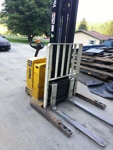 Yale Electric Walkie Stacker Forklift With Side Shift Newark Ohio