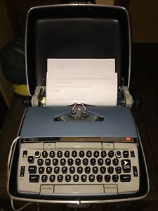 Vintage Smith Corona Electra 210 Automatic Electric Typewriter Case clean