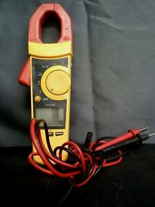 Fluke 902 True Rms Hvac Clamp Meter With Test Probe Leads