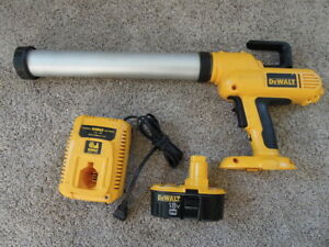 De Walt Heavy Duty Cordless Adhesive Gun With Battery And Charger dc 547
