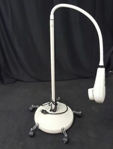Welch Allyn Ls 150 Examination Light Flexible Gooseneck W wheeled Caster Base