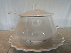 Calif Usa Soup Tureen Ladle And Serving Plate H16