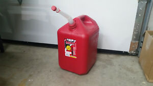 6600 6 Gallon Vented 2 Handle Midwest Gas Can W Free Flow Flexible Nozzle spout