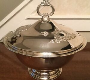 Oneida Silver Plated Footed Soup Tureen Punch Bowl With Glass Liner And Ladle