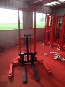 Portable Fork Lift Stacker 500 Lbs Hydraulic Pallet Stacker Walk Behind Forklift