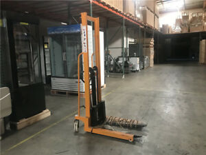 Manual Pallet Stacker 1100lbs Hydraulic Portable Fork Lift Stacker Small Foot