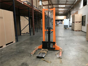 Portable Fork Lift Stacker 1400lbs Hydraulic Pallet Stacker Walk Behind Forklift