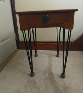 Vintage Mid Century Modern End Table Bedside Night Stand Hair Pin Legs Drawer