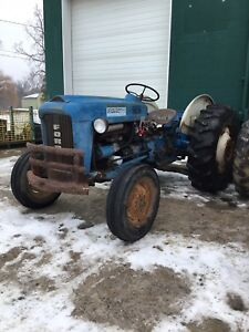 Ford 2000 Tractor 4 Cylinder Gas W 3 Point Hitch Aux Hydraulics
